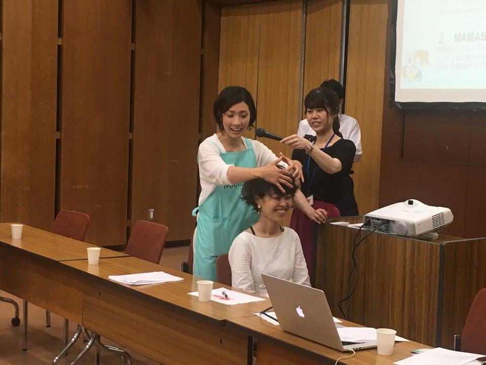 アンバサダー有賀さんによるヘッドスパ講習